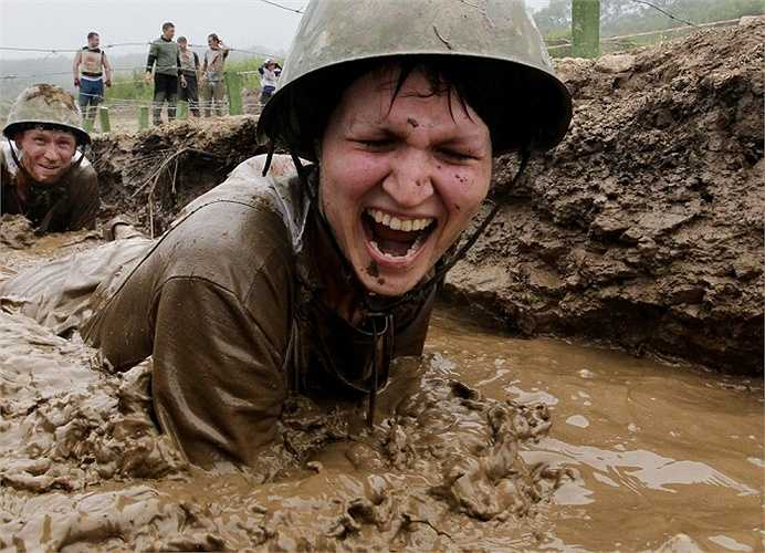 'Race of Heroes' (cuộc đua của những anh hùng) là sự kiện thể thao-quân sự, ở đó các đội tham gia phải vượt qua các chướng ngại vật khó khăn