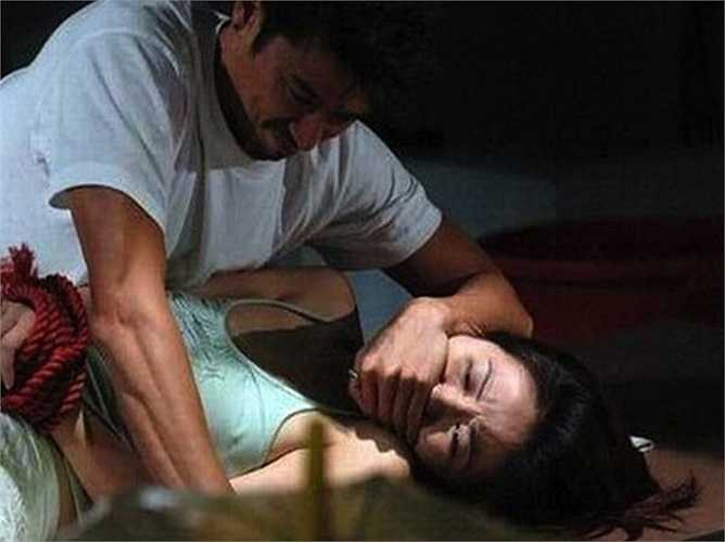 Để thực hiện cảnh bị cưỡng dâm như thật trong phim Bẫy tình 2, nữ diễn viên Diệp Tuyền chấp nhận để Trần Bảo Viên lôi cô từ bên ngoài vào phòng riêng.