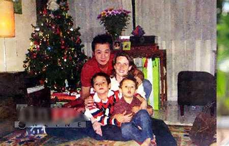 MC Anh Tuấn cùng vợ  Lisa và hai con trai Alex, Henry khi còn sống với nhau. Nguồn: Dân Việt