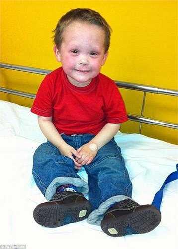 Vào ngày sinh nhật lần thứ 5 của mình, Morgan đã nói với mẹ rằng cậu bé thà chết còn hơn phải chịu đựng nỗi đau thêm nữa, Dana đau khổ kể lại.