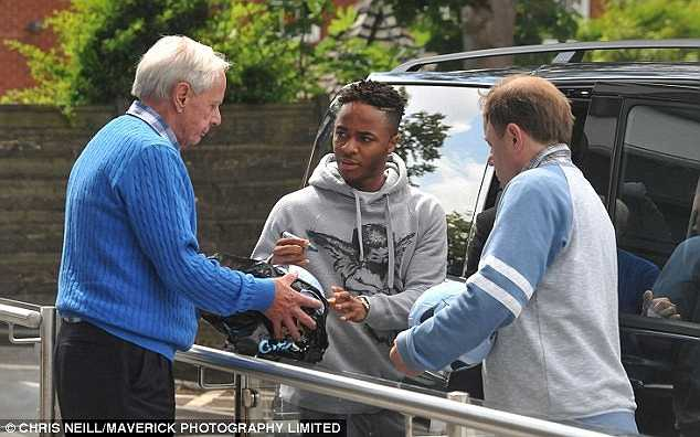 Sterling muốn chơi bóng ở Champions League đồng thời tuyên bố không muốn làm việc dưới trướng Brendan Rodgers.