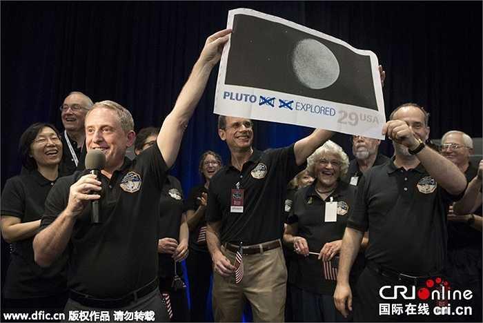 Tốc độ bay của tàu New Horizons lúc được phóng lên là 62.000 km/h, còn tốc độ bay quanh sao Diêm Vương lúc tiếp cận là 50.000km/h