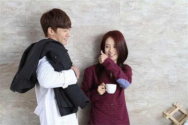 Song Ji Hyo và nam tài tử Choi Jin Hyuk thân thiết trong bộ phim Emergency Couple mới lên sóng gần đây.