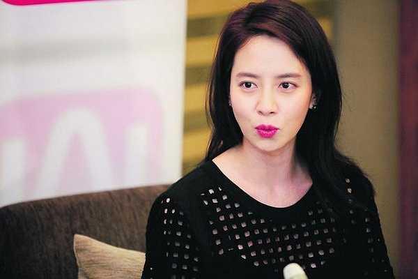 hững cử chỉ đáng yêu cộp mác Song Ji Hyo.
