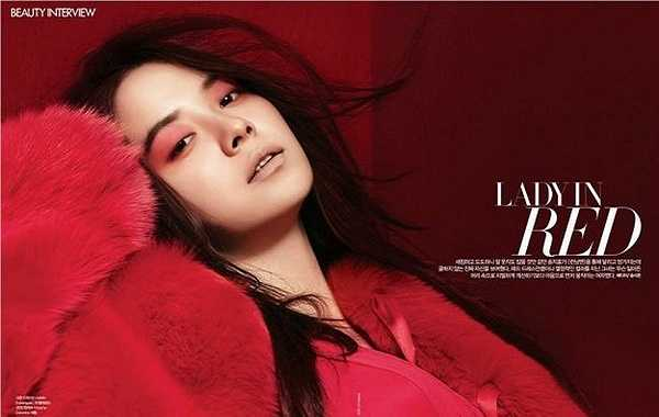 Song Ji Hyo cũng là gương mặt quen thuộc xuất hiện trong khá nhiều MV ca nhạc đình đám như In Heaven (JYJ) hay Not At All (Young Jae).