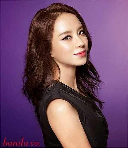 Cô vừa là diễn viên, kiêm người mẫu, MC và VJ của nhiều chương trình giải trí lớn nhỏ của đài KBS.