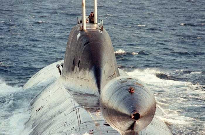 Tàu ngầm hạt nhân tấn công Shchuka-B của Nga, NATO gọi là Akula, được trang bị hàng chục ngư lôi và tên lửa hành trình