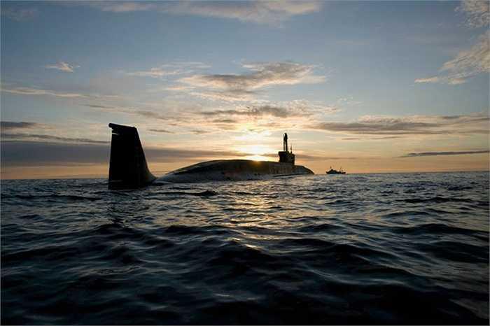 Tàu ngầm hạt nhân Borei, được trang bị cả tên lửa đạn đạo