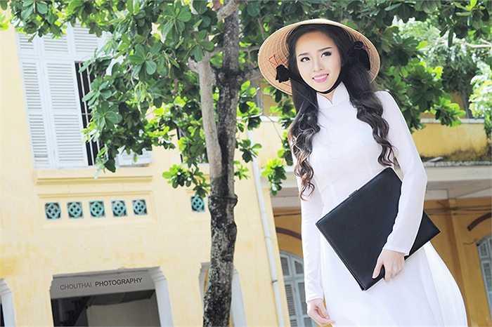 Chính vì vậy, chiếc áo dài xuất hiện rất nhiều trong các cuộc thi sắc đẹp trong nước và quốc tế