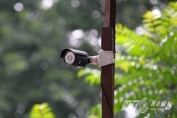 Hệ thống camera an ninh lâu ngày cũng đã bị xuống cấp, dù không rõ có còn hoạt động hay không.