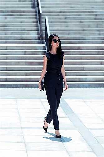 Thời gian và những biến cố đời tư đã giúp Mai Hồ trưởng thành hơn trong suy nghĩ lẫn phong cách thời trang. Không còn là nàng hot girl ngây thơ trước đây, Mai Hồ hiện nay hướng đến hình ảnh một phụ nữ trưởng thành, mạnh mẽ và biết cách ăn mặc.