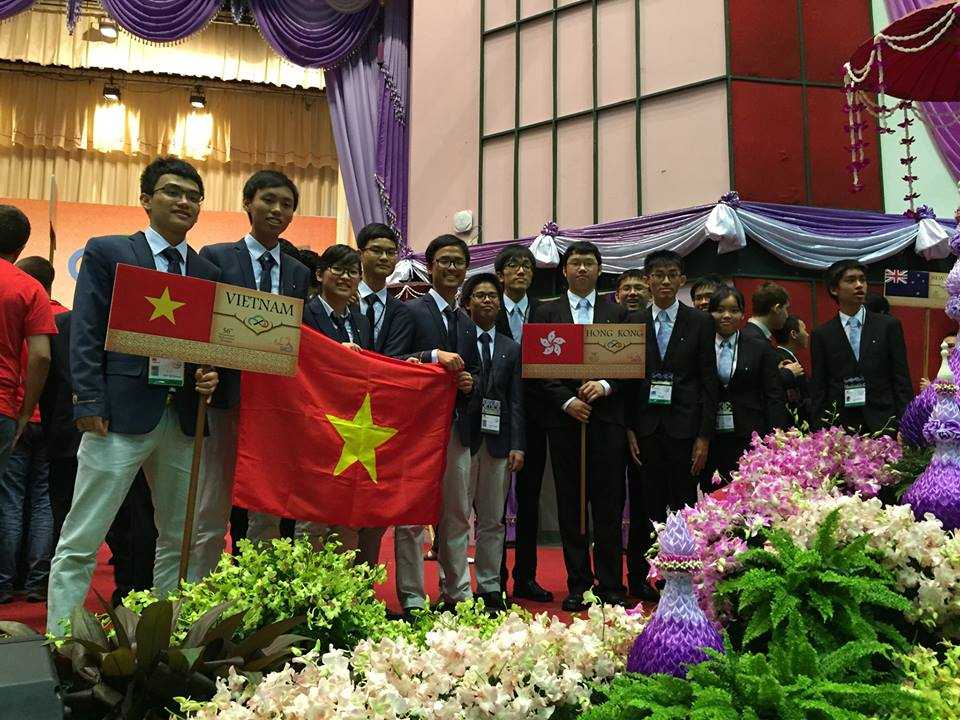 Đoàn học sinh Việt Nam dự thi Olympic Toán quốc tế 2015.