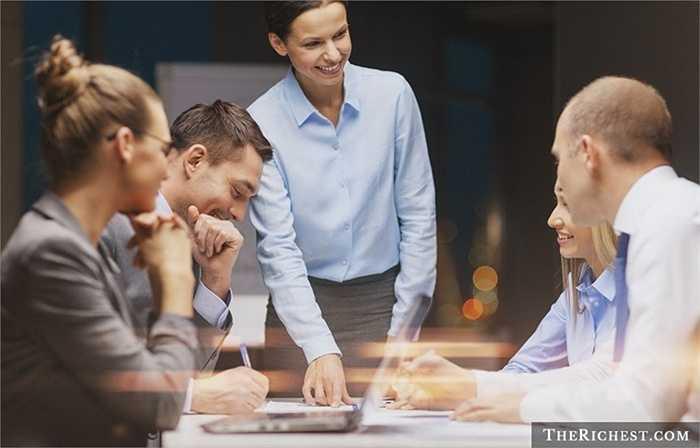 Quản lý. Nhiều phụ nữ thường từ bỏ công việc quản lý để lo lắng nhiều hơn và dành nhiều thời gian hơn cho gia đình nhưng thực tế thường thì 'sếp' nữ sẽ tỉ mẩn, nghiêm khắc và nguyên tắc hơn 'sếp' nam và điều này tốt cho văn hóa doanh nghiệp