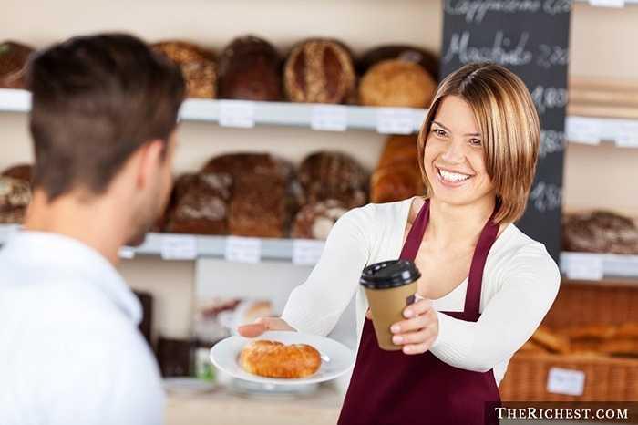 Nhân viên chạy bàn. Đã có nhiều trường hợp các nhà hàng nổi tiếng vì những nữ nhân viên xinh đẹp. Ngoài ra, nghề phục vụ bàn cần tới sự chăm chỉ và nhẹ nhàng của nữ giới hơn