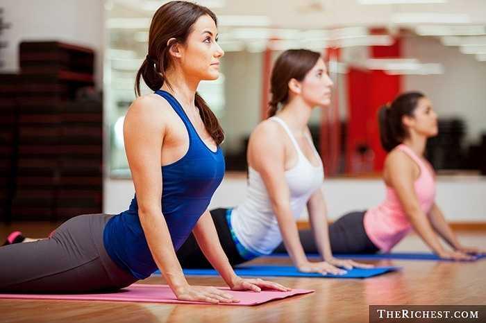 Huấn luyện viên yoga. Những lợi ích khủng khiếp từ việc tập Yoga là rõ ràng và theo những số liệu thống kê, phụ nữ tìm đến yoga nhiều hơn là đàn ông. Chính vì thế, họ cần những huấn luyện viên cùng giới, có thể hiểu hơn về bản thân mình hướng dẫn tập luyện