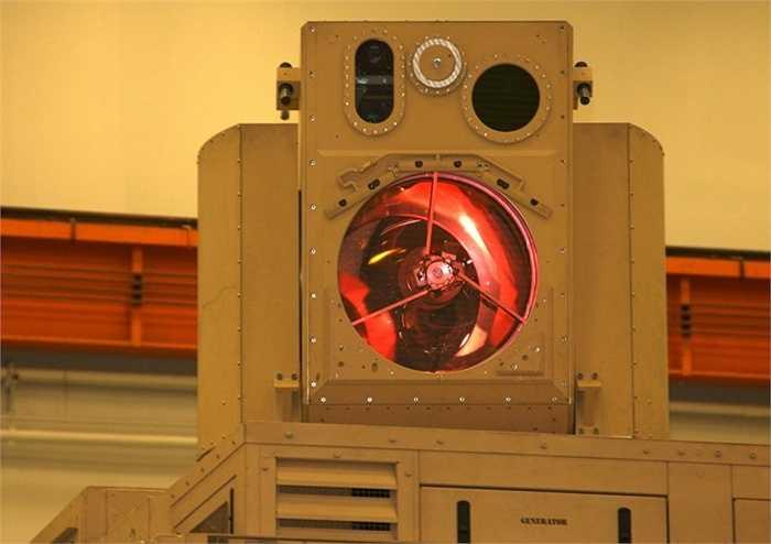 5. Tia laser. Tia laser từ lâu đã được nhắc đến trong các bộ phim khoa học với sức công phá cực mạnh. Hiện nay, Hải Quân Mỹ được cho là đang nghiên cứu công nghệ này, mang đến hệ thống bắn laser hiện đại và trở nên mạnh mẽ hơn