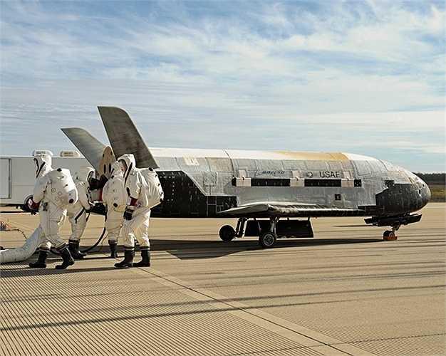 6. Phương tiện vận chuyển lên quỹ đạo. Mặc dù chỉ là phương tiện chuyên chở hàng hóa nhưng chúng sẽ là sự bổ sung, cứu trợ tuyệt vời cho các lực lượng chiến đấu. Và đặc biệt, loại phương tiện này có phiên bản không người lái, trọng tải lớn và tốc độ khủng khiếp