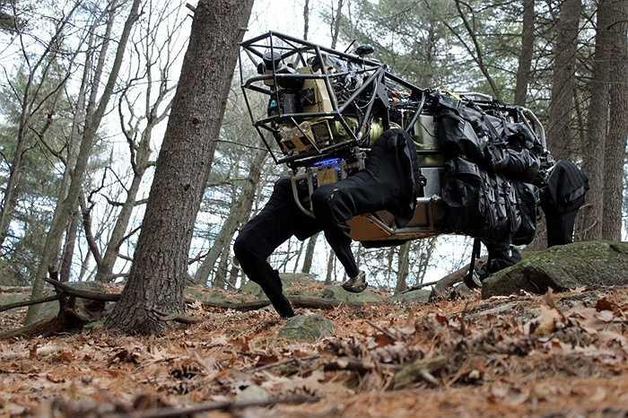 7. Robot. Có rất nhiều chương trình chế tạo robot lớn trên thế giới với những khả năng cực kỳ 'bá đạo', vận hành trơn tru và sức sát thương cao. Ngoài ra, như hình ảnh trên là loại robot L3 với khả năng chuyên chở hàng trăm kilogam hàng hóa phục vụ chiến đấu