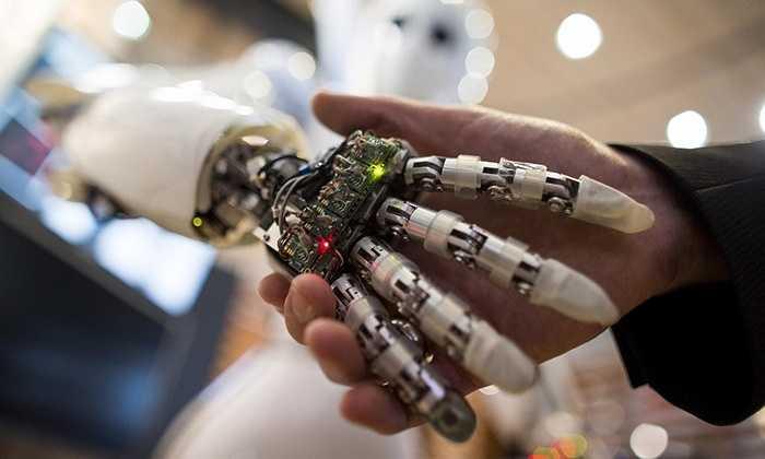 10. Trí tuệ nhân tạo. Đã có quá nhiều phim ảnh và câu truyện về trí tuệ nhân tạo. Khi máy móc trở nên quá thông minh vượt xa con người, chúng sẽ tìm cách tiêu diệt những sinh vật kém thông minh hơn chúng - con người và ngày tận thế sẽ đến nhanh hơn
