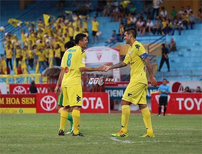 HLV Phan Thanh Hùng yên tâm với dàn cầu thủ ngoại trong đội.(Ảnh: Phạm Thành)