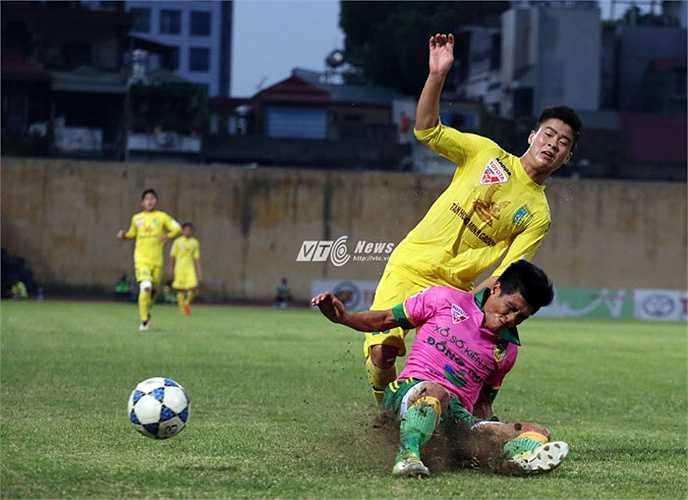 Sau trận HLV Phan Thanh Hùng cám cảnh cho lứa Công Phượng bị 'dập vùi' ở V-League. Theo ông những cầu thủ trẻ cần thời gian để trưởng thành, thích nghi.(Ảnh: Phạm Thành)