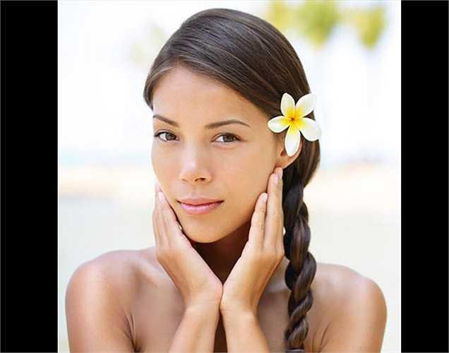 Mềm da: Tiêu thụ hành tây là cách tốt nhất để có làn da mềm mại và hấp dẫn. Nó ngăn chặn nhiễm trùng rất tốt. Nó chứa vitamin C, giúp cho da khỏe và đẹp.