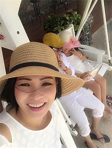 Phương Thanh khoe bức ảnh 'tự sướng' chụp cùng diễn viên Minh Thuận và con gái.
