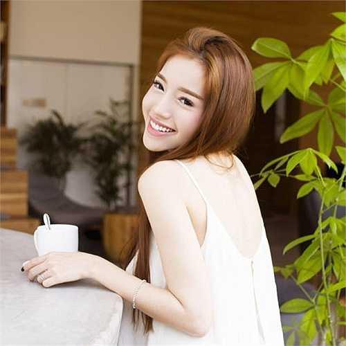 Elly Trần cũng gợi cảm trong bộ ảnh mới.