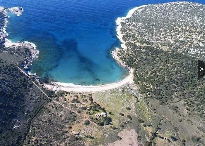 Đảo North Aegean -38,6 triệu USD. Đây là hòn đảo cách Athens nửa giờ đi tàu. Cho nên hòn đảo này được các nhà đầu tư rất quan tâm