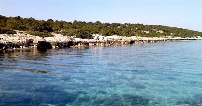 Đảo Saint Thomas - 16,5 triệu USD. Đây là hòn đảo cách Athens 45 phút đi đường biển. Đây là hòn đảo nằm trong quần đảo Diapori - nơi có phong cảnh tuyệt đẹp