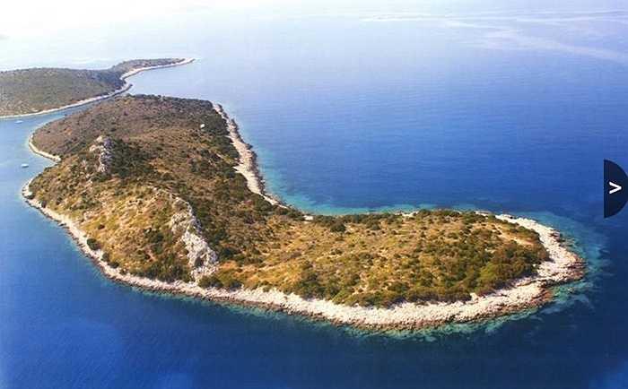 Đảo Nissos Sofia - 6 triệu USD. Đây là hòn đảo thuộc sở hữu của một cá nhân và được thiết kế như khu ramsar - vùng ngập nước với hệ sinh thái đa dạng