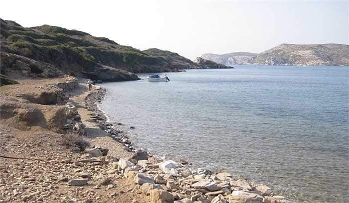Đảo Stroggilo - 5 triệu USD. Hòn đảo này nằm gần đảo Marathos. Trên đảo có hệ thống lọc nước biển thành nước ngọt và nguồn điện từ Marathos