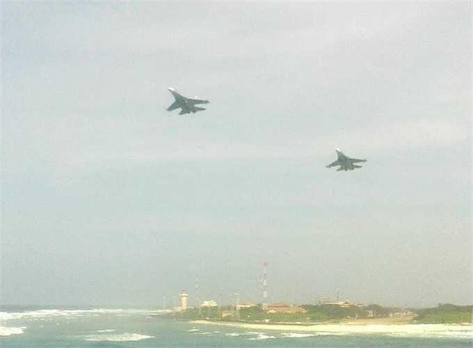 Hình ảnh được cho là hai chiếc Su-30 của Việt Nam bay tuần tra ở đảo Trường Sa lớn