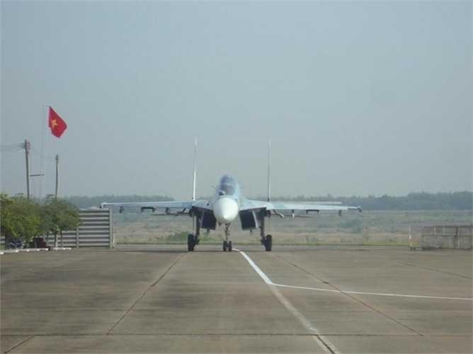 Trang tin QQ.com nói những hình ảnh Su-30 tuần tra ở Trường Sa được lấy từ các trang chính thống của Việt Nam