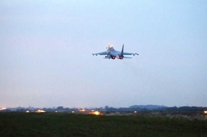 Su-30 cất cánh