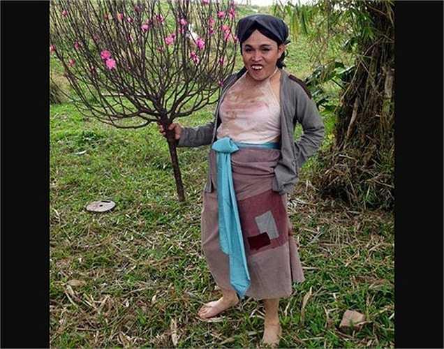 Nghệ sĩ Xuân Hinh đăng ảnh chúc mừng năm mới với lời chúc bà con vạn sự như ý.