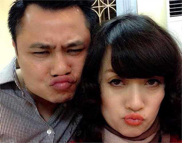 Cặp đôi Vân Dung - Tự Long chu miệng chụp hình 'tự sướng'