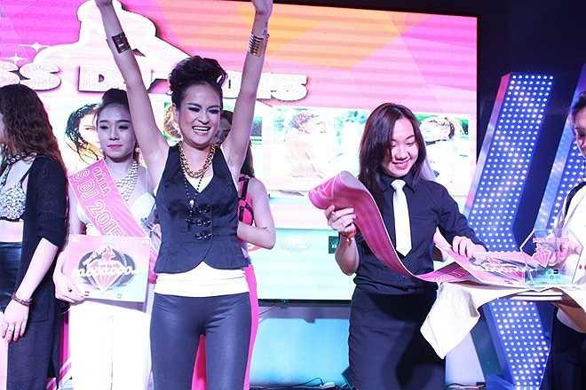 DJ Rubie (Nguyễn Thị Hồng Ngọc) hạnh phúc khi giành giải nhì.