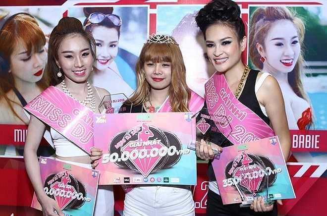 3 cô gái đạt giải cao nhất trong cuộc thi