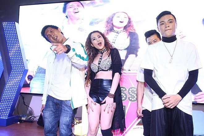 DJ Đặng Diễm My (sinh năm 1995) biểu diễn cùng các dancer Smoker, F.Ukie, Bboy Xanto. 9X có màn bê đỡ, tương tác với vũ công khá chuyên nghiệp. Set nhạc sử dụng một số bài hip hop pha trộn old school tạo hiệu ứng tốt.