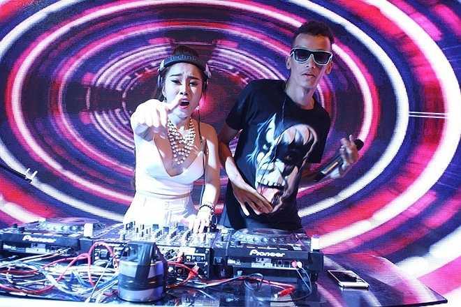 Sự kết hợp giữa DJ Nhung Babie (Trần Thị Tuyết Nhung, sinh năm 1993) cùng rapper CJ được khán giả ủng hộ nồng nhiệt. Tuyết Nhung có sở trường là dòng nhạc vinahouse nhưng trong đêm chung kết, cô mạnh dạn chọn dòng nhạc EDM để làm mới bản thân.