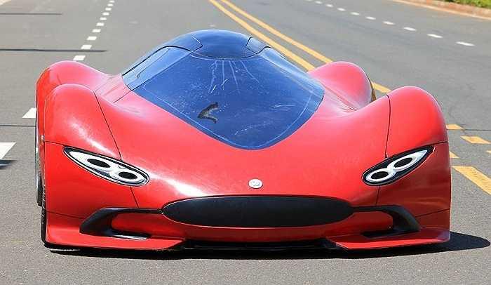 Hình ảnh chiếc 'siêu xe' đặc biệt xuất hiện tại Triển lãm công nghiệp ô tô quốc tế ở Hải Nam. Hình dáng chiếc xe mô phỏng thiết kế của những vật thể lạ ngoài hành tinh UFO.