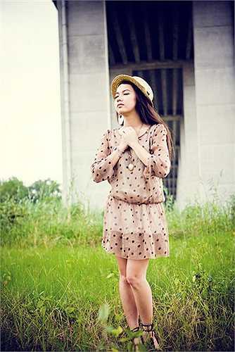 Sau 1 năm du học về, Xuân Nghi gây bất ngờ với hình ảnh xinh đẹp. Thiếu nữ 17 tuổi ngoài việc về nước nghỉ ngơi với gia đình còn tham gia một số show ca nhạc.