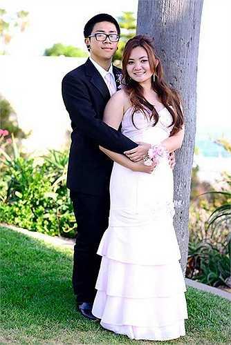 Tháng 6.2013, Xuân Mai cùng bạn trai mặc trang phục cô dâu chú rể khiến nhiều người bất ngờ. Sau đó, nữ ca sĩ khẳng định đó chỉ là hình ảnh chụp trong lễ tốt nghiệp.
