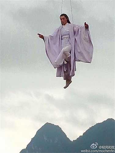 Sư phụ Bạch Tử Họa là một người giỏi võ công vì thế anh được 'bay' rất nhiều trong phim.