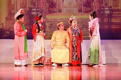Hoài Linh chia sẻ, anh cảm thấy hạnh phúc khi được góp mặt trong liveshow của 'má' Ngọc Giàu.