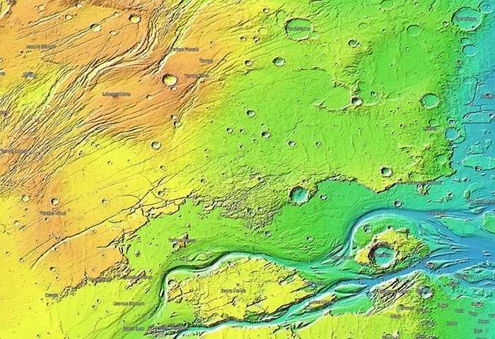 Số liệu lấy từ dụng cụ đo độ cao bằng tia laser của tàu vũ trụ Mars Global Surveyor, cho phép người sử dụng quan sát bản đồ địa hình sao Hỏa đầy màu sắc. Màu xanh thể hiện độ sâu, màu đỏ thể hiện chiều cao. Ảnh: Michelle Starr/CNET