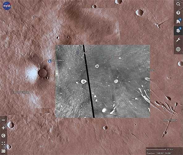 Dữ liệu lấy từ máy ảnh Mars Orbiter hiển thị địa hình dưới dạng màu đen và màu trắng. Ảnh: Michelle Starr/CNET