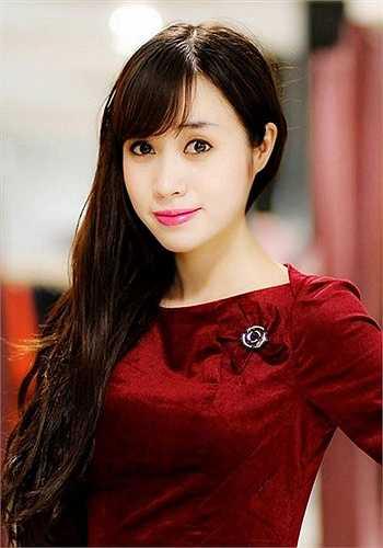 Không chỉ xinh đẹp, Lan Phương còn đạt được nhiều thành tích trong nghề dạy học.