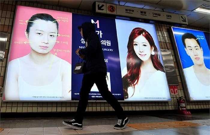 Cơ quan bảo vệ người tiêu dùng Hàn Quốc cho biết, trường hợp xảy ra phản ứng phụ nguy hiểm sau phẫu thuật đã tăng từ 1.698 ca vào năm 2008 lên tới 4.043 ca vào năm 2011.